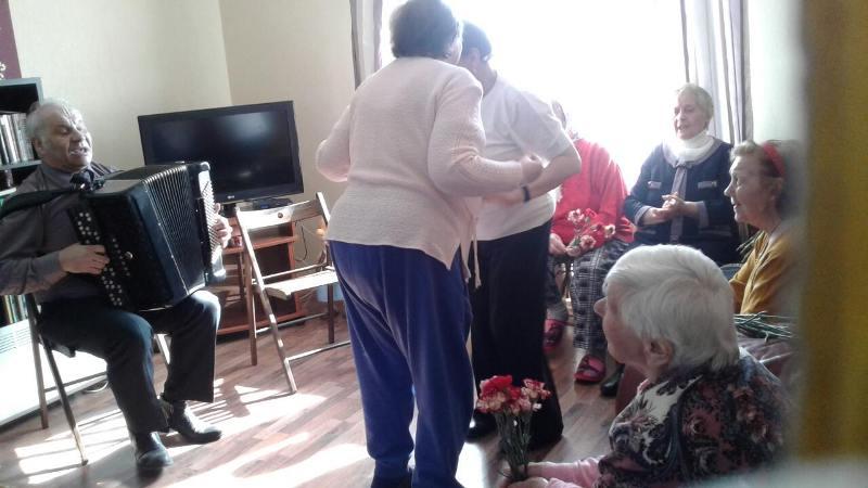 Пенсионеры развлекаются