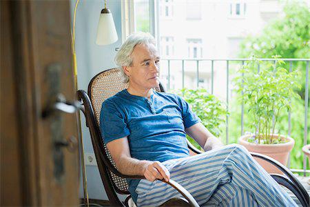 Кресло-качалка для пожилых людей