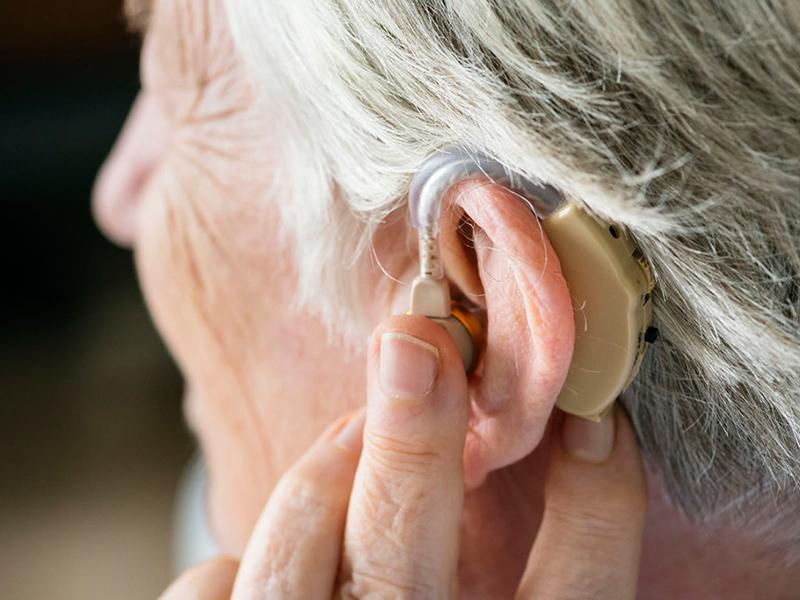 слуховые аппараты для пожилых людей