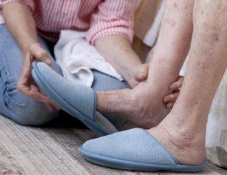 Отказывают ноги у пожилого человека