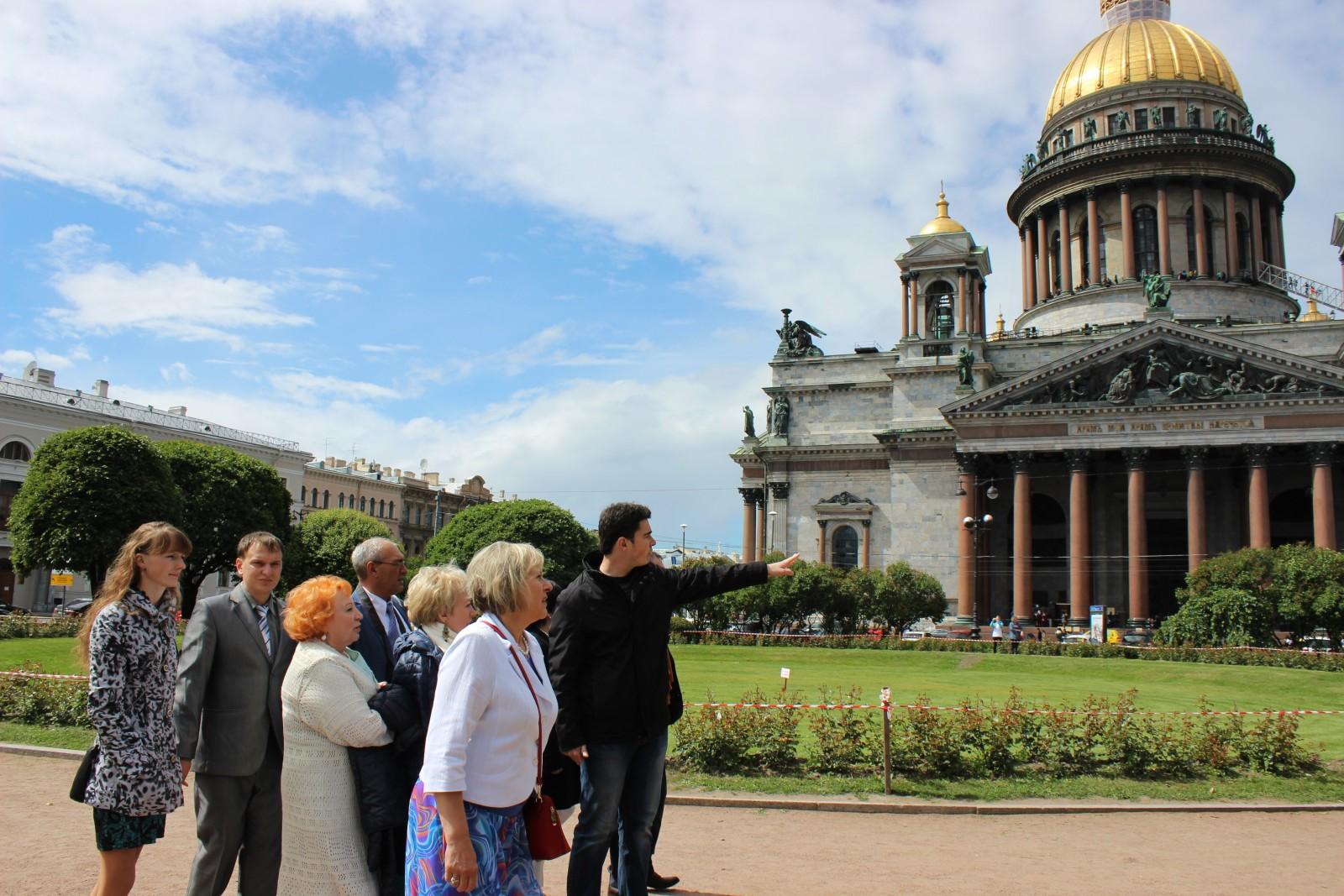 Экскурсии для пенсионеров по Санкт-Петербургу и пригороду
